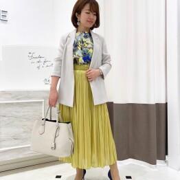 カラースカートで春を先取り☆☆