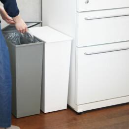 スリムなゴミ箱で分別もスッキリ