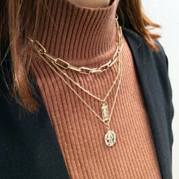 coin metal necklace :)