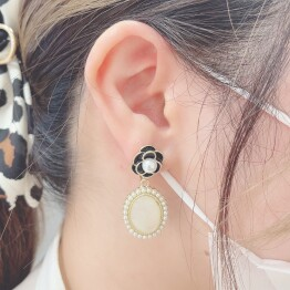 retro flower pierce 🥀